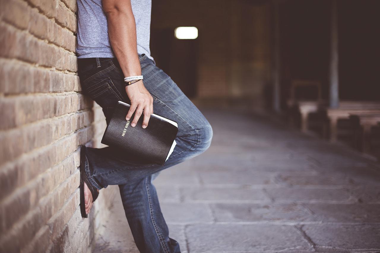 5 wygodnych looków do pracy w domu na każdy dzień tygodnia