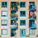 """""""Kwarantanna"""" w bloku? Poznaj 4 sposoby na ogród na swoim balkonie!"""