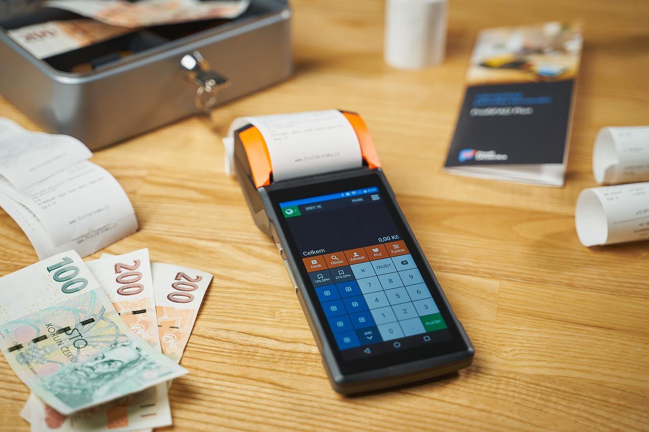 eService zaleca regularną dezynfekcję terminali płatniczych i pinpadów