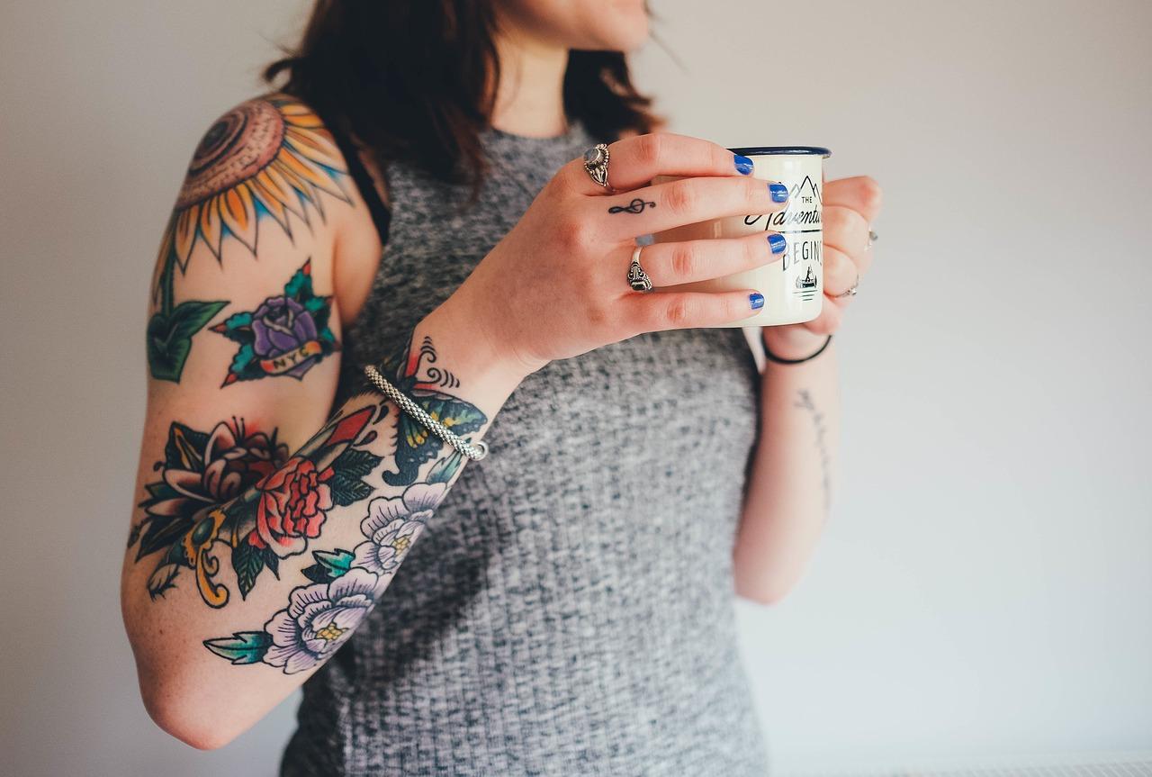 Modowe inspiracje na ciepłe dni, czyli jak wyeksponować biżuterię?